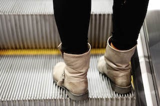 2014_12_Life-of-Pix-free-stock-photos-boots-girl-escalator-subway-leeroy