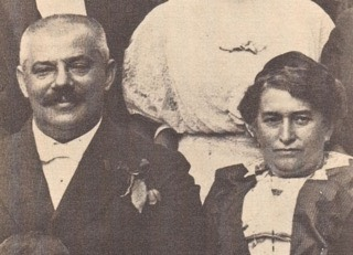 800px-Kafka's parents c1913